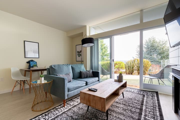 East Queen Anne 1BR with Amenities