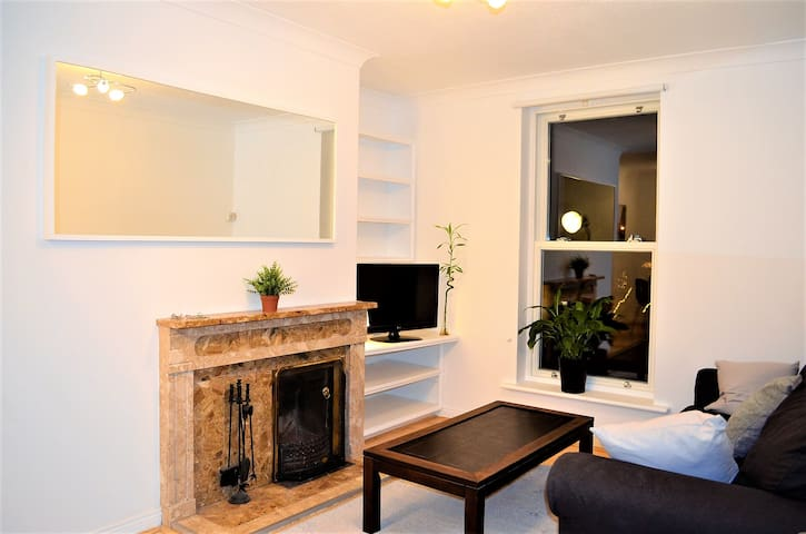 32,16 Gorgeous high end flat by Rathmines