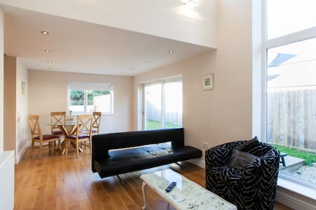 Luxury 2 Bedroom Apartment in Peaceful Location