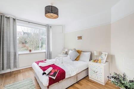 Flat 2 Blenheim Apartment