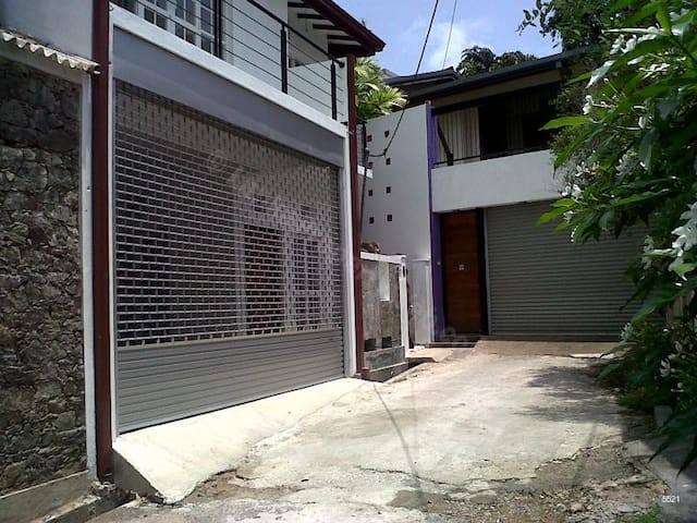 2 A/C Bedroomed Ground floor  House For Rent - Sri Jayawardenepura Kotte - Casa