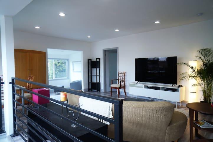 Sleek Remodeled 2 BR + Den Apartment in Echo Park - Los Angeles - Pis