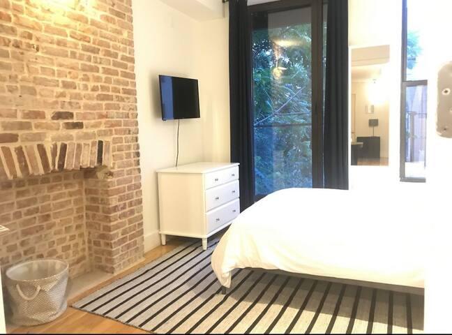 Bedford & N 7th St 2 bedroom w/balcony & laundry