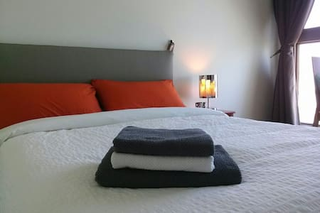 * Let It Be&B :) *Private Room, Clean,Comfortable - Apartament
