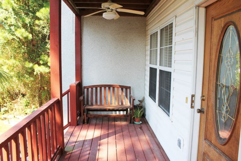 This duplex is located on a quiet interior street away from the crowds, but within an easy walk or bike ride to the beach, restaurants and shops