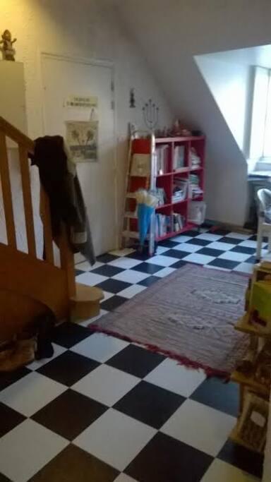 chambre sur jardin au cv immeuble en fond de cour appartements louer besan on bourgogne. Black Bedroom Furniture Sets. Home Design Ideas