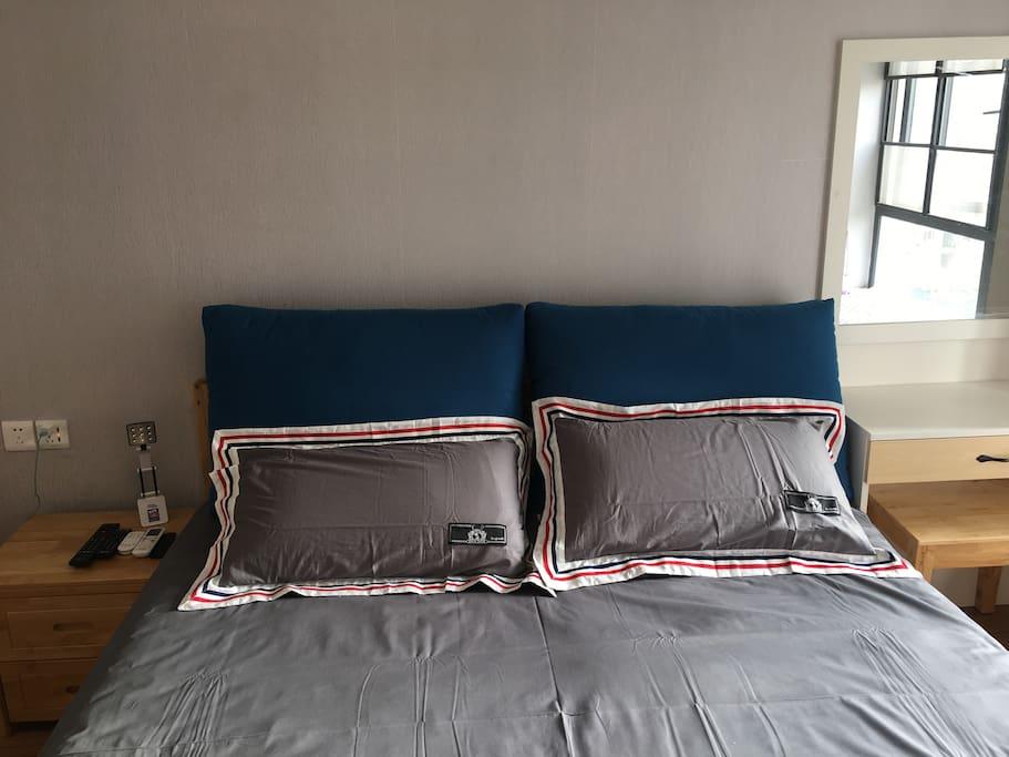 乳胶垫大床与乳胶枕头