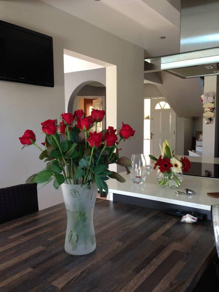 Suite privative et petit déjeuner en villa moderne