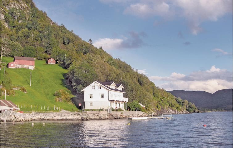 Holiday cottage with 4 bedrooms on 220m² in Naustdal