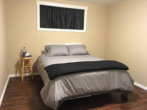 Immaculate clean Private bedroom - Queen bed