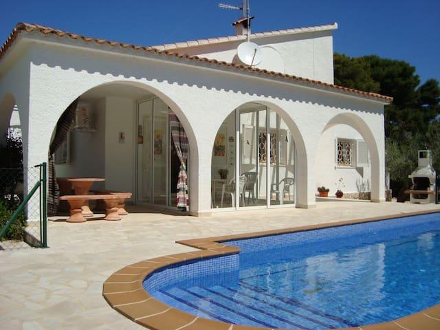 Maion avec piscine privée