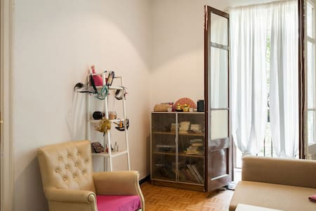 Centric room with balcony - Barcelona - Wohnung