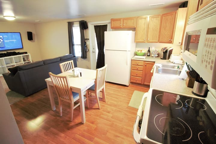 Spacious 2 Bedroom Full kitchen Close in Peaceful