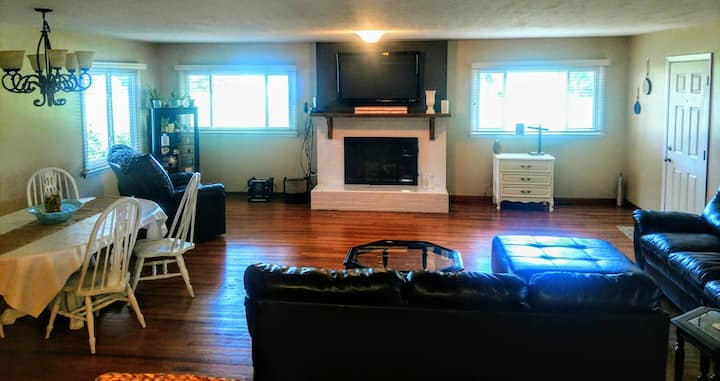 Group getaway,near kenyon& Naz,3BD