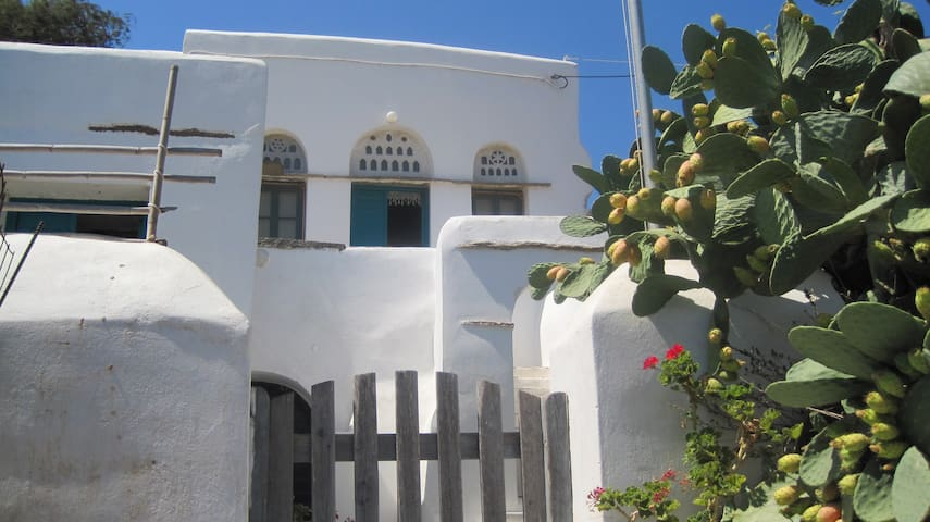 Traditional house in Komi, Tinos - Komi - Casa