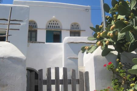 Traditional house in Komi, Tinos - Komi