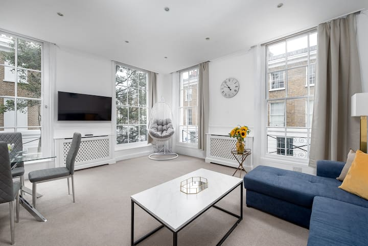 Chelsea Three Bedroom Apartment with Roof Terrace