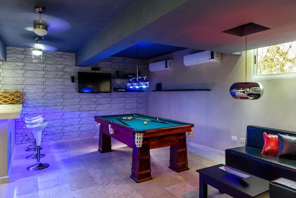 billiard with bar open from 7 pm till 11 pm during the week and up to 1 am on weekends