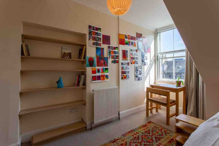 Cosy attic room in the heart of Edinburgh