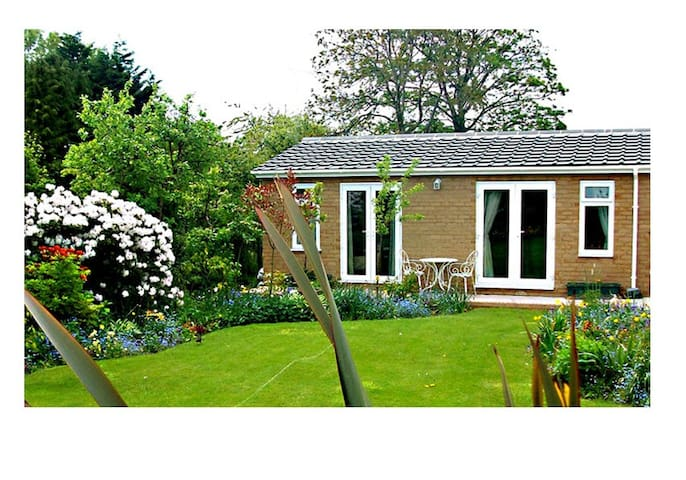 The Villa Neston Holiday Cottage Self Catering - Neston - Rumah
