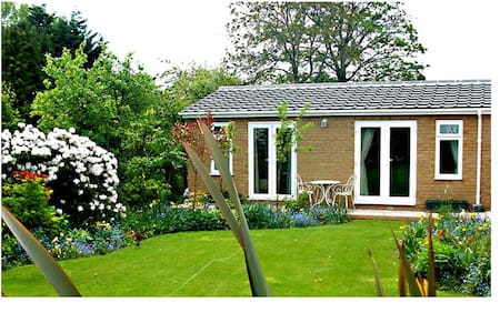 The Villa Neston Holiday Cottage Self Catering - Neston