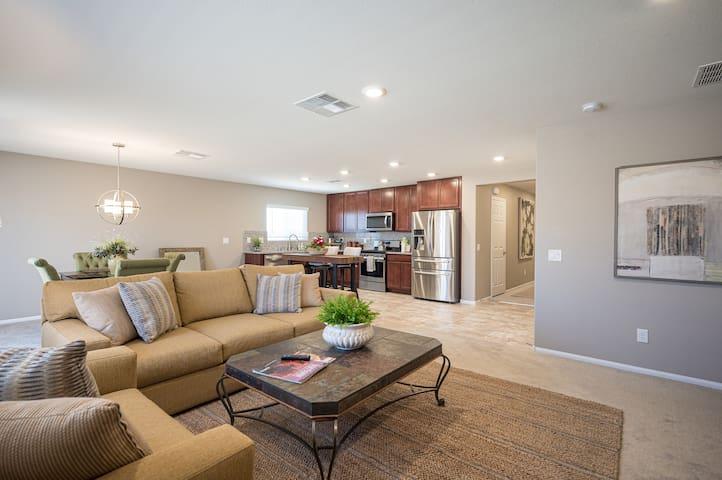 Super Quiet - Beautiful New Home Close to Downtown