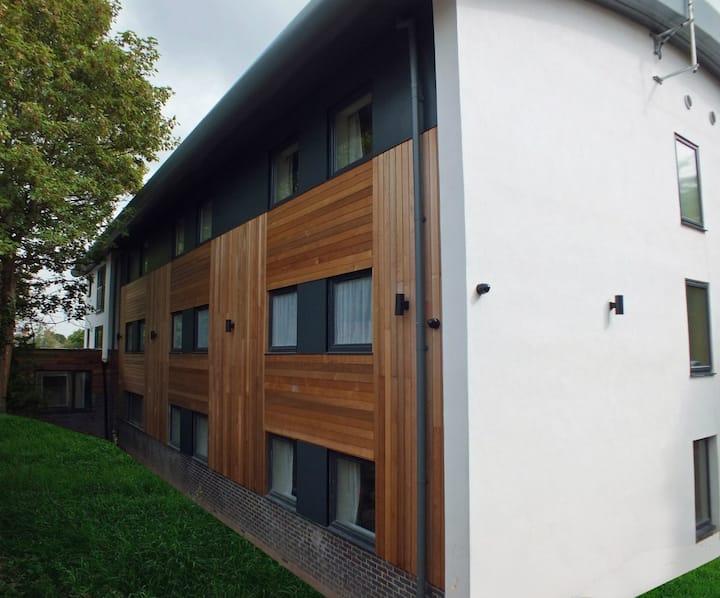 Smart 4 Bed Apartment - Standard, Cadnam Close