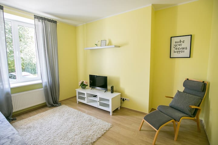 SUNSHINE  PLACE IN CITY CENTER  WITH FREE PARKING