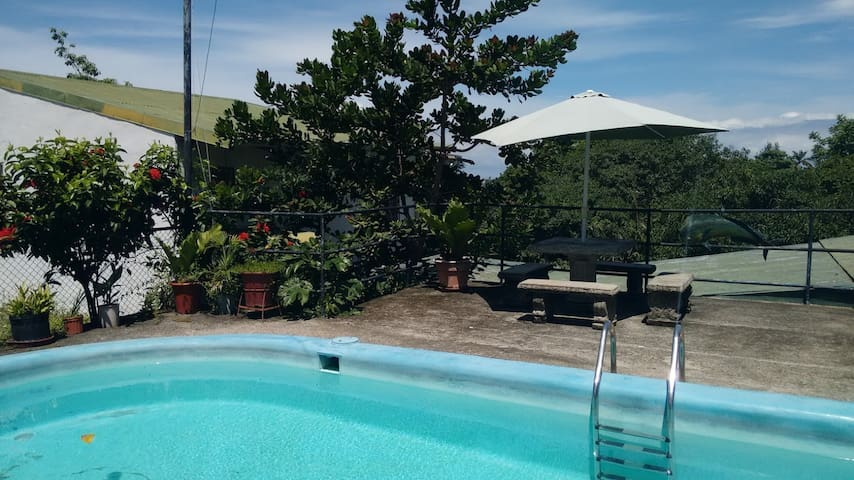 Studio, Pool, Patio, Kitchen, Close to Everything! - Quepos - Apartamento