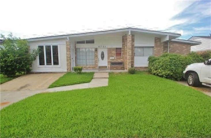 COMFY HOME TO ENJOY YOUR STAY IN NEW ORLEANS AREA - Метейри - Дом