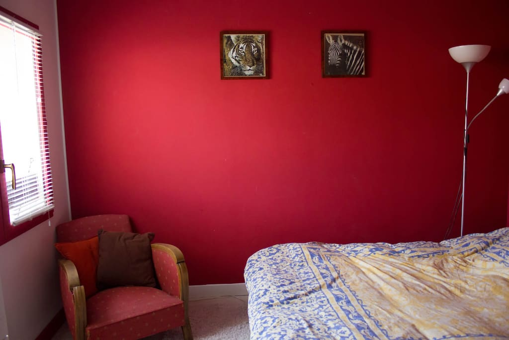 The red room, queen bed + baby