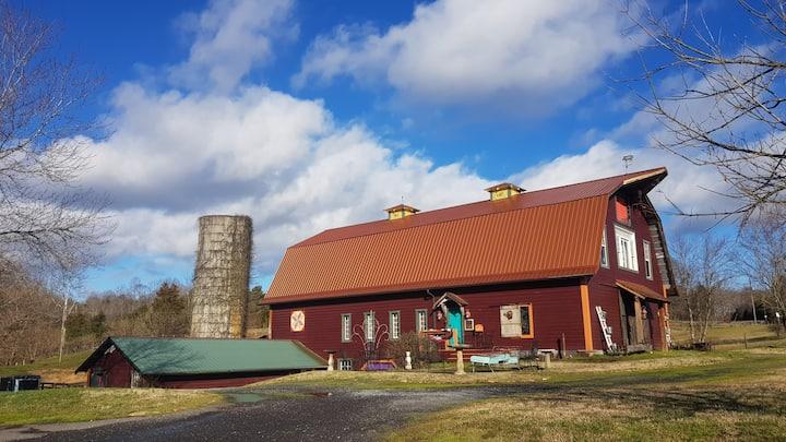 Historic Chinaberry Farm/Barn-Stay