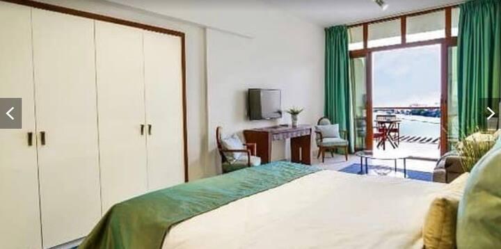 Cozy bedroom in plam jumeriah