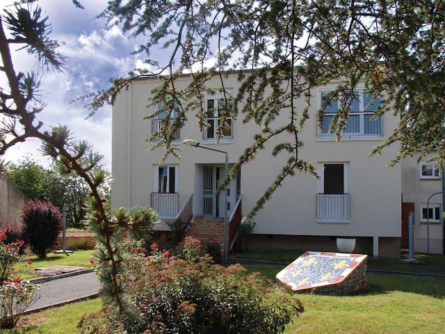 """GITE """"LES SAINTS KEPIS"""" - Ambrault - Apartment"""
