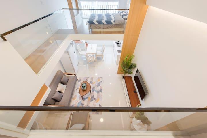 【壹•舍】实木家具、挑空loft、两居室、朝南、近松江大学城高层独立公寓房