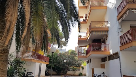 Spacious 3 bedrooms apartment, close to the beach.