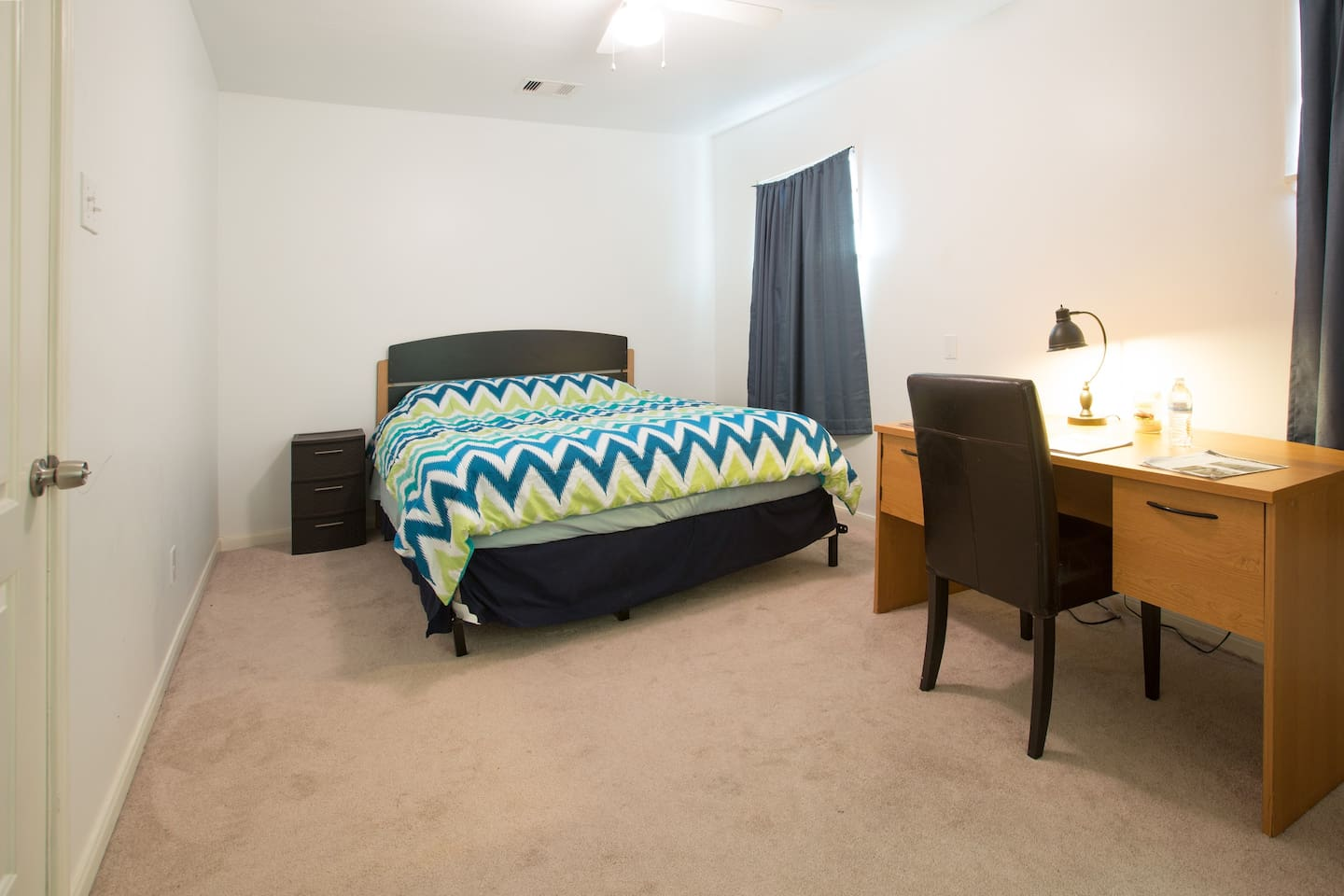 A great room for travelers, students and young professionals!