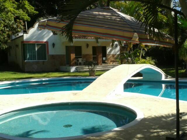 Villas con alberca y gran jardin - Yautepec, Morelos, MX - Villa
