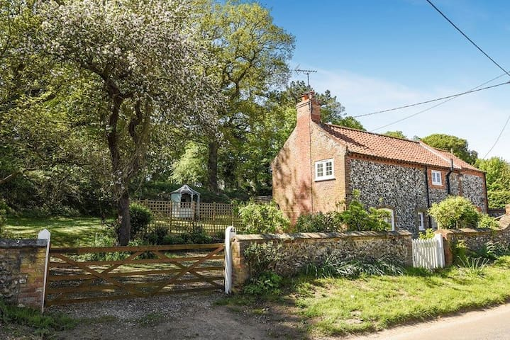 Apple Tree Cottage, Warham