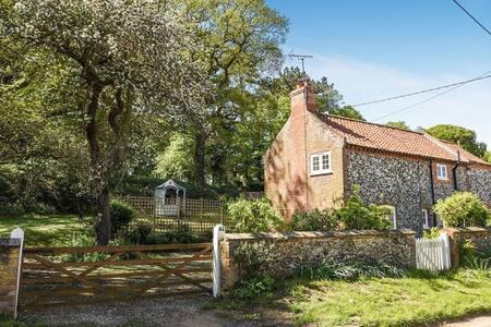 Apple Tree Cottage, Warham
