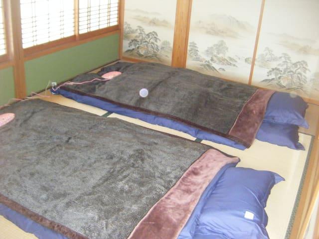 B室 寝室 6畳