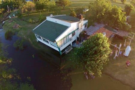Hermosa Casa de campo frente al Río Negro