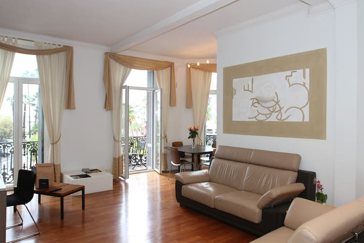 Two Bedroom Opposite the Port - Cannes - Wohnung