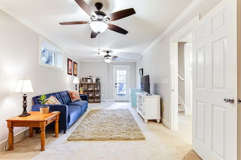 Spacious Apartment - Close to Downtown and Dining