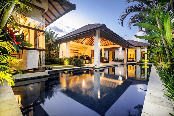 7 Bdrm Seminyak - Last Minute Deal 50% Off !!!!