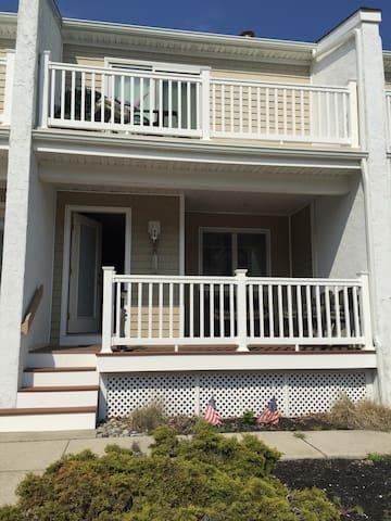 Beautiful Getaway 2.5 blocks from the Beach & Bay! - Wildwood Crest - Ev