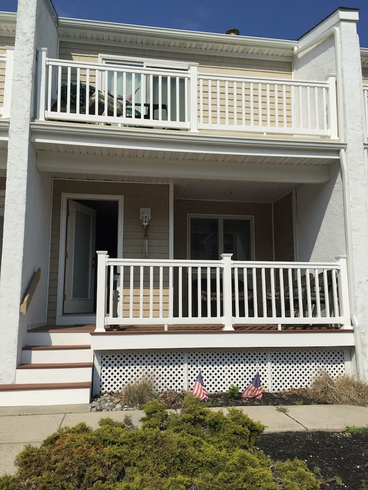 Front of Home 2.5 blocks from Wildwood Crest beach!!!!!
