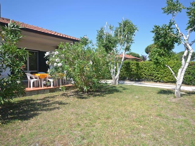 Villa piano terra con ampio giardino