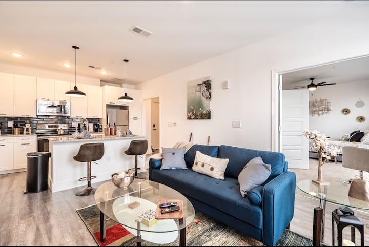 Downtown * Relax Work Live in Luxury Rustic Condo