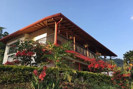 Café del Jardín - Tour Cafetero - Alojamiento - Jardín